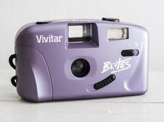 Vivitar Brites - functional vintage toy camera for lomography, 35mm film analog point&shoot wide 28mm prime lens, Built-in Flash + Handstrap