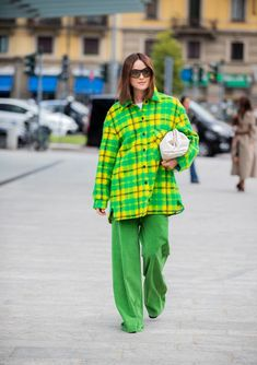 The Best Street Style At Milan Fashion Week Flannel Outfits, Flannel Shirt, Shirt Jacket, Uk Fashion, Autumn Fashion, Milan Fashion, Tank Top Shirt, T Shirt, Look Street Style