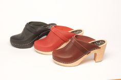 Our Selma clogs come in Green, Black, Bordeaux, and Paprika.