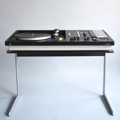 Dieter Rams, Braun audio 308, kangaroo stand, 1973/1968. Via das Programm