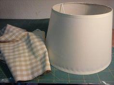 Personaliza una pantalla de lámpara con el estampado de tela que más te guste. ¡Tendrá un aspecto nuevo!