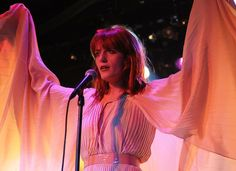 Florence Welch in Gucci - love the pleats.