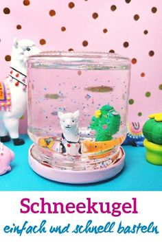 DIY Schneekugel – einfache und schnelle Schritt für Schritt Anleitung – kleinliebchen Here I show you how you can make a snow globe. Just give something else or do the kids on a rainy afternoon. Snow Globe Crafts, Diy Snow Globe, Christmas Snow Globes, Diy For Teens, Diy For Kids, Photo Snow Globes, Kindergarten Art Projects, Hobbies For Kids, Picture Gifts
