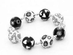 Schwarz und Weiß mein Herz  handgefertigtes Armband aus von polymerdesign, $34.00 Fimoperlen aus Greiz von Susan Polymer von polymerdesign