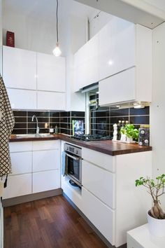 Kitchen remodeling is one of the most desirable home improvement projects for many homeowners. A new kitchen increases the value of your home and makes your life easier. Mini Kitchen, Little Kitchen, Old Kitchen, Space Kitchen, Design Kitchen, Kitchen Ideas, Kitchen Cabinet Remodel, New Kitchen Cabinets, Kitchen Island
