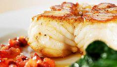Stekt breiflabb med soltørket tomat og blomkålkrem - Godfisk Kos, Low Carb, Cheese, Dinner, Recipes, Dining, Food Dinners, Recipies, Ripped Recipes