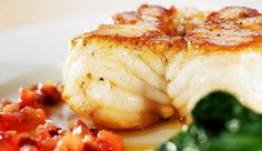 Stekt breiflabb er en fast og fin fisk som passer yppelig når du skal invitere venner på besøk. #fisk #oppskrift