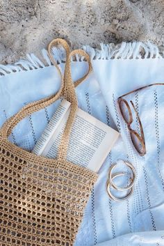 Best Picture of Crochet Raffia Bag Pattern Crochet Raffia Bag Pattern Learning To Crochet Using Raffia With Wool The Gang A Pair A Bag Crochet, Crochet Shell Stitch, Crochet Handbags, Crochet Purses, Knit Bag, Crochet Wool, Crochet Summer, Tote Pattern, Purse Patterns
