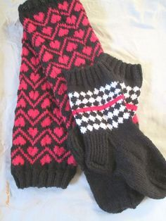 Sydämiä ja salmiakkia. – Kotiliesi Crochet Socks, Knitting Socks, Knit Crochet, Wool Socks, Mittens, Cowl, Slippers, Sewing, Gloves