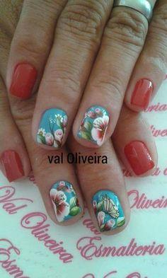Unha diferente de Val Oliveira. Different nail. Uña diferente. Unghie different.