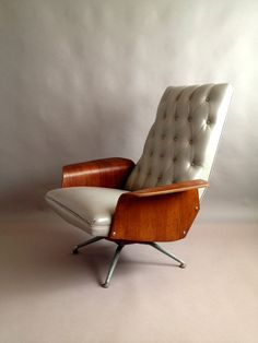 the child of  #Leather and #Wood: #Modern #Chair
