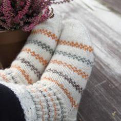 Knitting Socks, Baby Knitting, Knitting Projects, Knitting Patterns, Woolen Socks, Handmade Clothes, Knit Crochet, Diy Clothing, Stockings