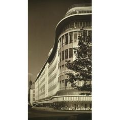 Peter Jones department store, Sloane Square, London: lateral view of the King's Road facade Royal Charter, Peter Jones, Department Store, Facade, Chelsea, Louvre, Art Deco, London, Black And White