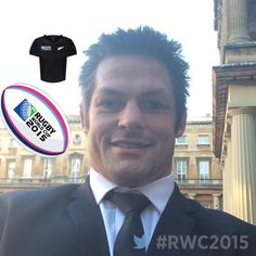 Richie McCaw at Buckingham Palace Richie Mccaw, New Zealand Rugby, All Blacks Rugby, Herald News, Rugby World Cup, Rugby Players, Buckingham Palace, Love You More, The Man