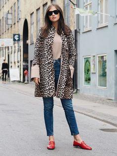 Уличная мода: Минимализм, комфорт и необычные аксессуары от блогера Дарьи Баранник