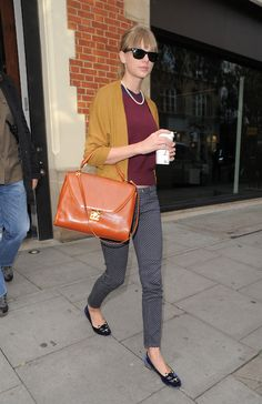 October 4 - Leaving The Hospital Club in London, England - 005 - Taylor Swift Web Photo Gallery Taylor Swift Web, Taylor Swift Style, Taylor Swift Pictures, Taylor Alison Swift, Preppy Style, My Style, Polka Dot Pants, Dressy Pants, Smart Casual