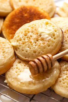 Close up of homemade crumpets with honey and butter Homemade Crumpets, Bread Recipes, Baking Recipes, Cake Recipes, Crumpet Recipe, Recipe Tin, Soda Recipe, Biscuit Recipe, Waffles