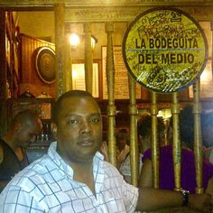 Visitando la Bodeguita del Medio, La Habana Cuba. #habana #cuba #salud #amigos #celebrity #noche http://tipsrazzi.com/ipost/1507646658480099446/?code=BTsPKXlgtB2