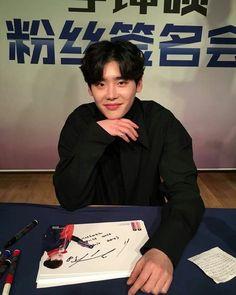 Lee Jong Suk Cute, Lee Jung Suk, Lee Jong Suk Wallpaper, Kang Chul, Korean Actors, Korean Idols, Asian Actors, Korean Men, Yongin