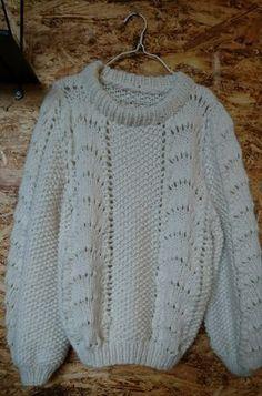 Trøjen alle piger ønsker sig - i en nem og ukompliceret udgave. Opskriften er lavet så trøjen strikkes ud i et, uden mystiske indtagninger og sammensyninger. Opskriften er for let øvede og indeholder begge størrelser.