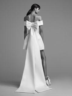 dramatic bold bow-back wedding look | Photography: Viktor & Rolf