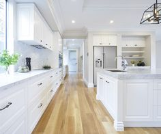 Belmore french provincial home 3 campbell st в 2019 г. Hamptons Kitchen, Hamptons House, Custom Home Designs, Custom Homes, French Provincial Home, Contemporary Kitchen Design, Kitchen Styling, Kitchen Living, Home Kitchens