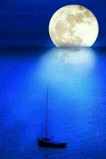 💙Beautiful Blue💙 Everybody was dancing in the moonlight Full Moon Pictures, Cool Pictures, Cool Photos, Beautiful Pictures, Crazy Moon, Fool Moon, Old Country Churches, Dancing In The Moonlight, Moon Shadow