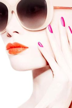 Orange lips pink nails love the oversized sunglasses christian dior makeup, Beauty Tips For Teens, Beauty Make Up, Christian Dior Makeup, Orange Lips, Red Lips, Eye Makeup, Hair Makeup, Beauty Background, Perfume