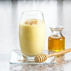 Try this as a recovery drink or post-workout pick-me-up: Pina Colada Power Honey Smoothie (no alcohol) INGREDIENTS: 1 to 2 Tablespoons of honey cup of water cup of low-fat coconut milk cup of pineapple chunks cup of ice 1 Power Smoothie, Juice Smoothie, Smoothie Drinks, Fruit Smoothies, Healthy Smoothies, Healthy Drinks, Smoothie Recipes, Healthy Snacks, Healthy Eating