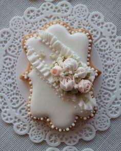 Flower wedding cookie