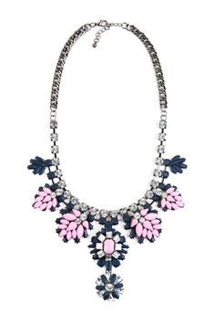 Impress the streets of Barcelona in this antiquated statement necklace!