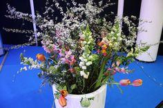 Blumen Bouquet mit Tulpen für Bodenvase, #Messe, #fair, #Hamburg, #Dekoration für Messestand, Bühne, #Blumendekoration für Vase, #flowersdecoration, #vase