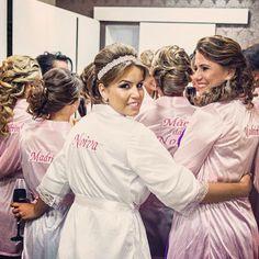 #noiva, #maedanoiva, #Madrinhas #amigas #salão #casamento #robe #robes #robedecetim #robemadrinha #penteado #bride #hairstyle #bridesmaid #bathrobe
