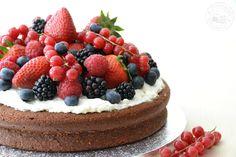 Entre núvols de cotó: Pastís de xocolata i fruits vermells / Pastel de chocolate y frutos rojos