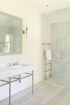 Large Georgian house in Pewsey, Wiltshire Stunning white kitchen with marble top/Open plan dining space Seperate more . White Bathroom Interior, White Marble Bathrooms, White Marble Kitchen, Tiny Bathrooms, Beach Bathrooms, Tiny House Bathroom, Budget Bathroom, Beautiful Bathrooms, Marble Top