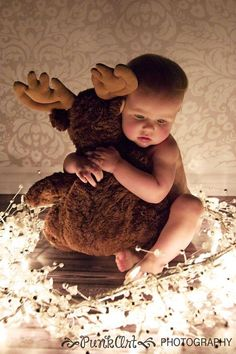Over 40 adorable Christmas pictures will help you plan an amazing Santa Baby photo shoot. Baby Christmas Photos, Xmas Photos, Christmas Portraits, Babies First Christmas, Christmas Baby, Christmas Pictures, Cute Photos, Christmas Postcards, Christmas Moose