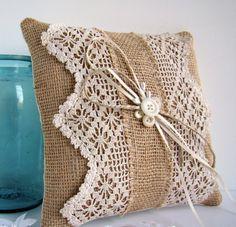 burlap pillow Inspiracion ༺✿Teresa Restegui http://www.pinterest.com/teretegui/✿༻