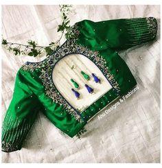 Blouse Back Neck Designs, Stylish Blouse Design, Fancy Blouse Designs, Latest Blouse Designs, Blouse Neck Patterns, Choli Blouse Design, Wedding Saree Blouse Designs, Silk Saree Blouse Designs, Sari Bluse