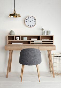 Kirjoituspöytä, tammi