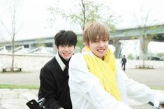 Youngmin and Donghyun Im Youngmin, Set Me Free, Lee Daehwi, Korean Group, Kpop Boy, New Music, Couple Photos, Park, Couple Pics