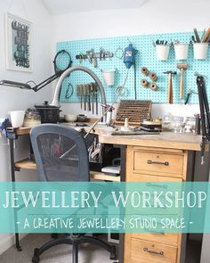 Shop Organisation, Studio Organization, Pegboard Organization, Workspace Design, Home Office Design, Jewelry Studio Space, Jewelers Workbench, Workshop Studio, Workshop Ideas