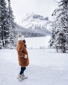 Cozy, wearable winter mountain outfit (Alyson Haley (@alyson_haley) • Instagram photos and videos)