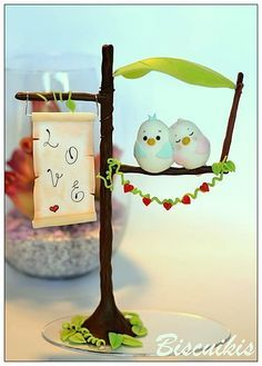 Biscuikis | Noivinhos para topo de bolo | Cris Dias Polymer Clay Animals, Polymer Clay Crafts, Diy Clay, Polymer Clay Miniatures, Polymer Clay Projects, Clay Figurine, Cute Clay, Fondant Figures, Pasta Flexible