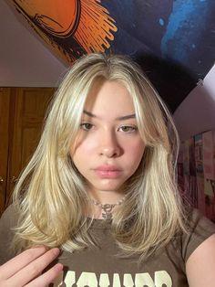 Blonde Hair With Bangs, Bangs With Medium Hair, Blonde Hair Looks, Short Blonde, Medium Hair Styles, Short Hair Styles, Blonde Straight Hair, Bangs Short Hair, Blonde Layered Hair