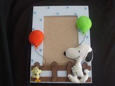 Porta retrato em MDF com motivos do Snoopy, confeccionado em feltro. Para fotos 10 X 15. R$ 20,00