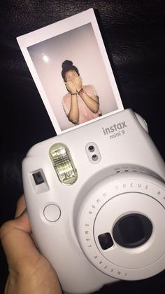 Polaroid pictures, fujifilm instax mini, hats for women, polaroid photos. Tumblr Polaroid, Polaroid Foto, Polaroid Instax, Instax Mini Camera, Polaroid Frame, Fujifilm Instax Mini, Polaroid Pictures Tumblr, Instagram Storie, Tumblr Photography