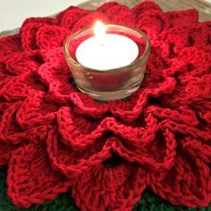 Christmas Crochet Patterns, Christmas Knitting, Xmas Decorations To Make, All Things Christmas, Christmas Crafts, Baby Breath Flower Crown, Hearts And Roses, Valentine Heart, Crochet Flowers