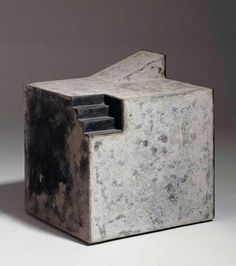 Enric Mestre, 22,2 x 23,5 x 19,5 cm. Stoneware with calcined clay decorated, with engobe and lead. 1997