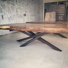 Live edge tables with crazy legs liveedge table furniture_design furniture australianhairpinlegs furnituredesigns Slab Table, Table Legs, Dining Room Table, Live Edge Tisch, Live Edge Table, Metal Furniture, Dining Furniture, Furniture Design, Mesa Metal