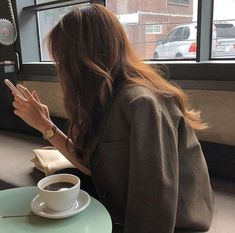Classy Aesthetic, Korean Aesthetic, Aesthetic Hair, Beige Aesthetic, Aesthetic Photo, Aesthetic Pictures, Brunette Aesthetic, Japanese Aesthetic, Ulzzang Korean Girl
